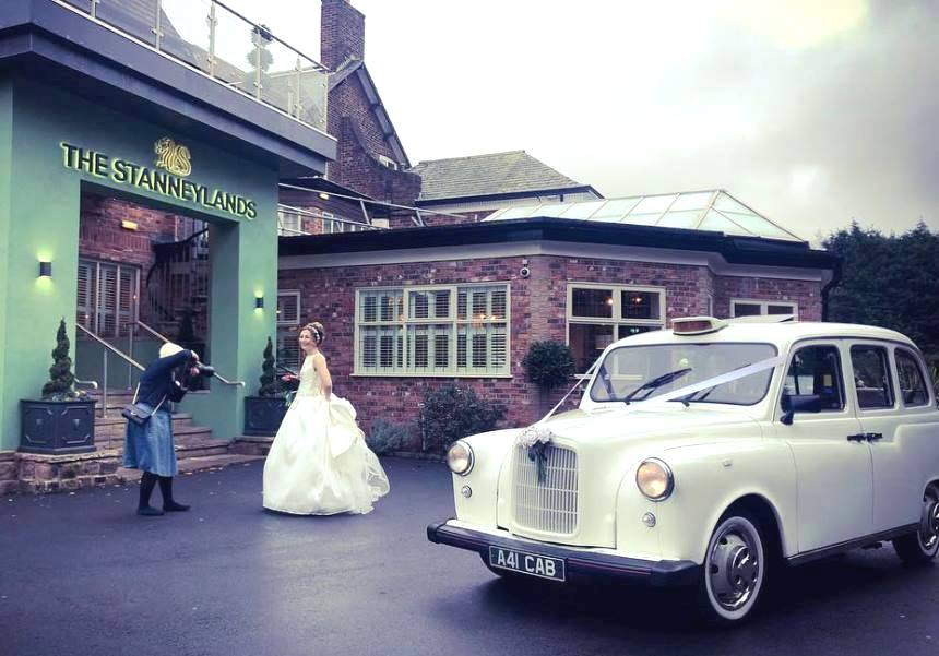 Rolls Royce Wraith For Sale >> Classic Taxi | White London Taxi For Weddings In Manchester